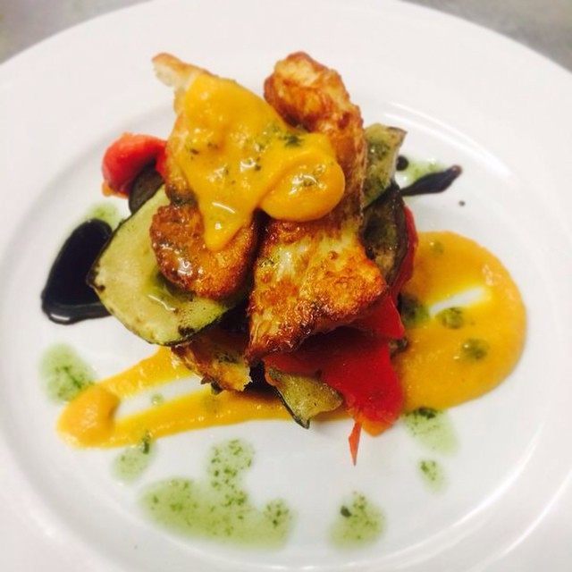 Perfect day for a grilled halloumi, Mediterranean veg, basil and sunflower seed plate in our beer yarden we reckon.